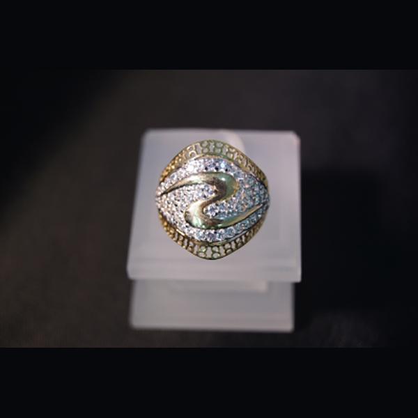 Juwelier Gerresheim Ring mit Zirkonia Steinchen 262